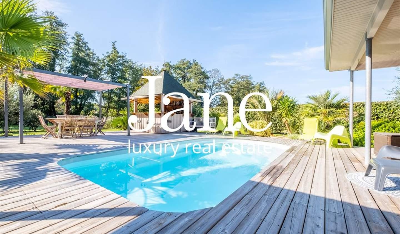Maison avec piscine en bord de mer Audenge