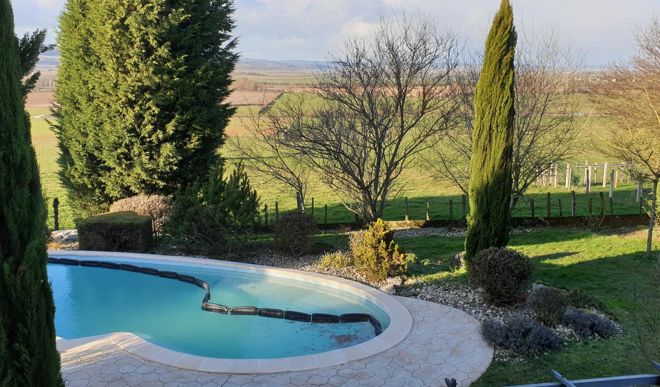 House with pool and terrace Chagny