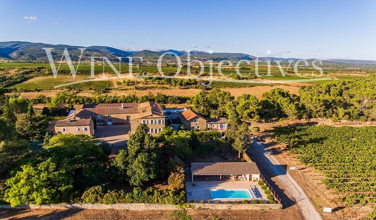 Vineyard with pool and outbuildings Carcassonne