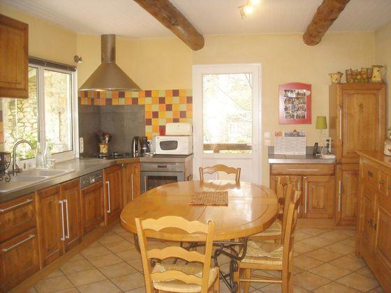 Vente propriété 8 pièces 135 m2