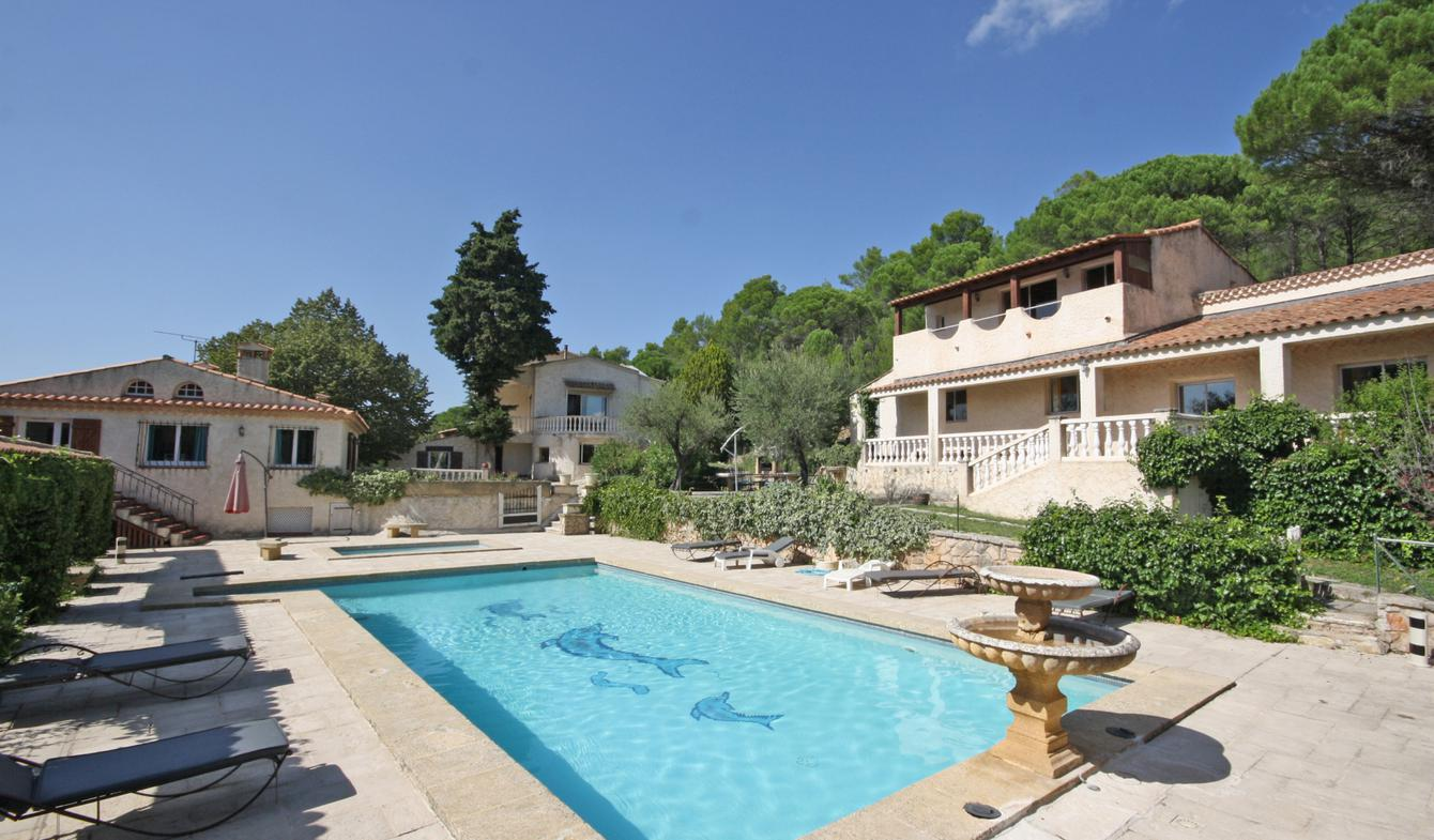 Property with pool Le Val