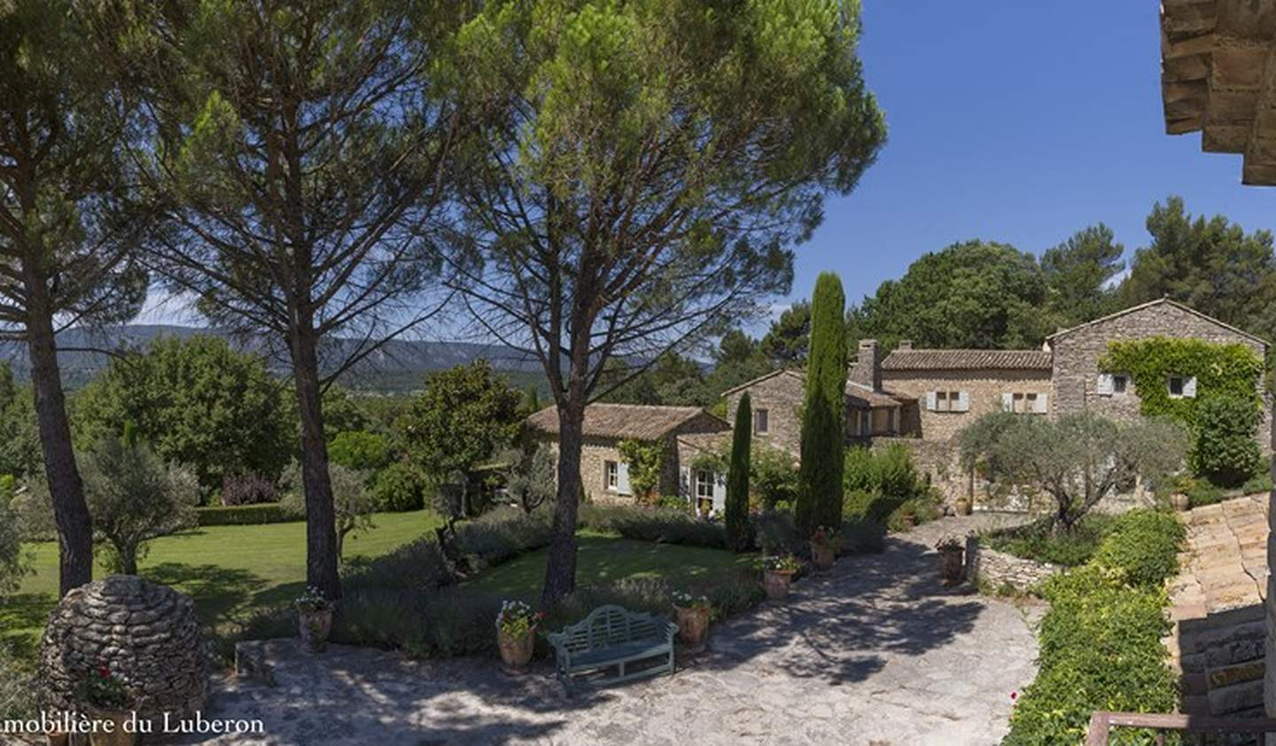 Property with pool and garden Ménerbes