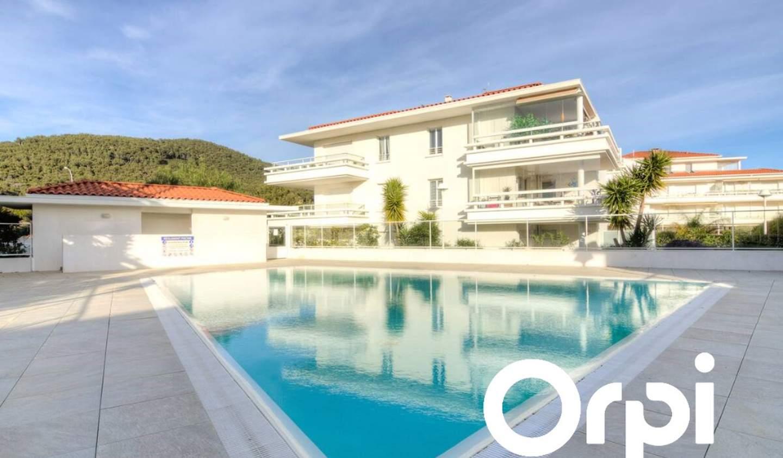 Appartement avec terrasse et piscine Carqueiranne