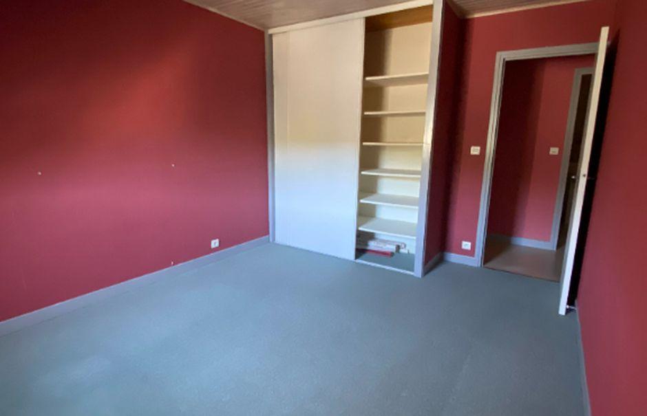 Location  appartement 2 pièces 32 m² à Pierrefort (15230), 300 €