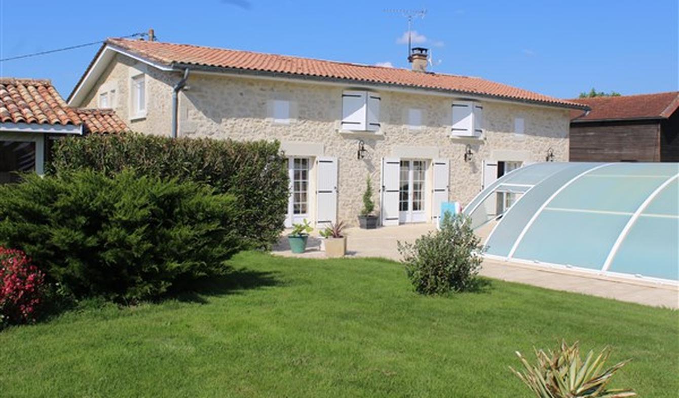 Maison avec piscine et jardin Bieujac