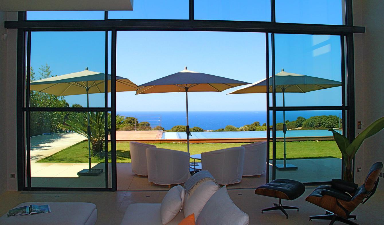 House with pool and garden Calvi
