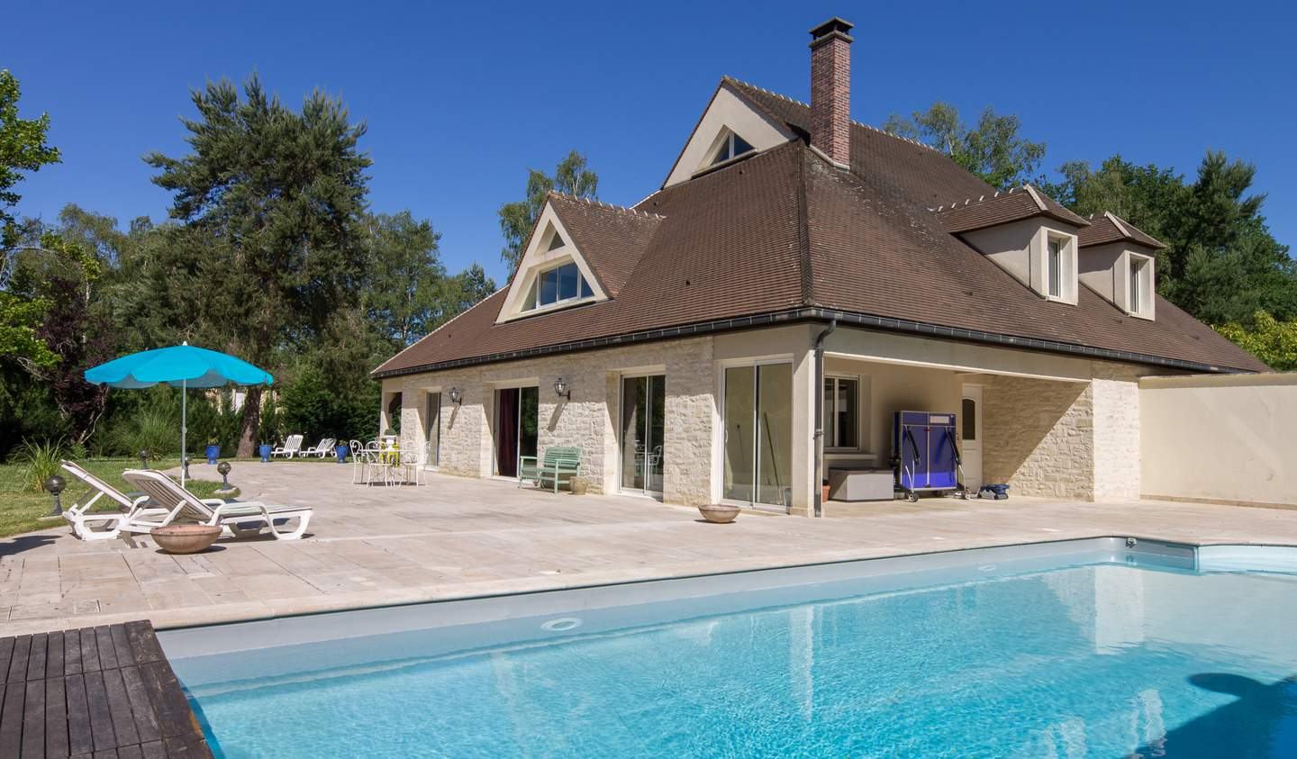Villa with pool and garden Clairefontaine-en-Yvelines