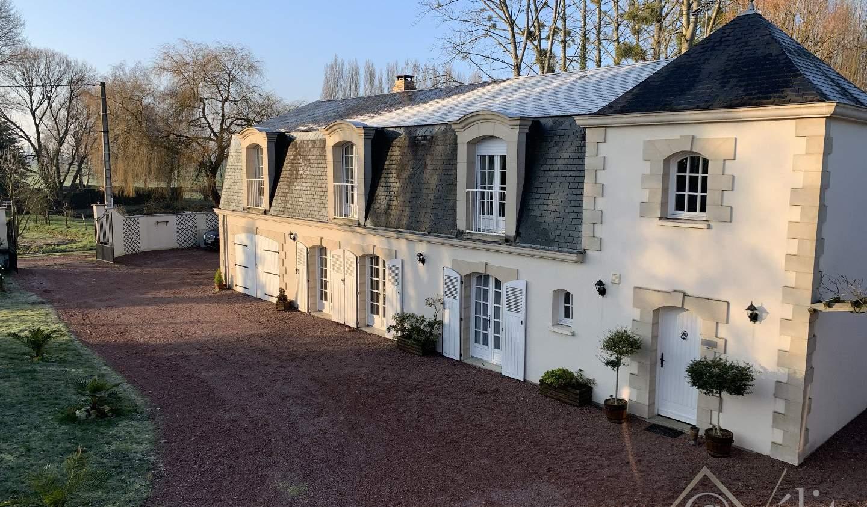Maison avec piscine et terrasse Auverse