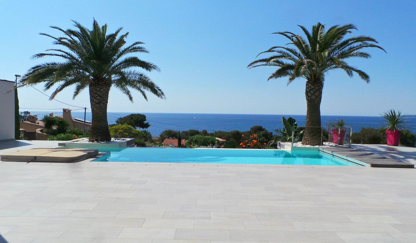 Villa avec piscine en bord de mer Les issambres