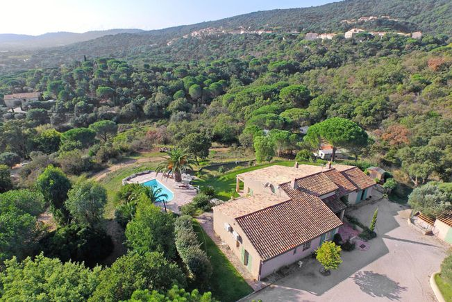 Property with Swimming-pool, Var