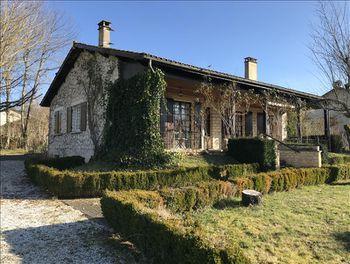 maison à Javerlhac-et-la-Chapelle-Saint-Robert (24)