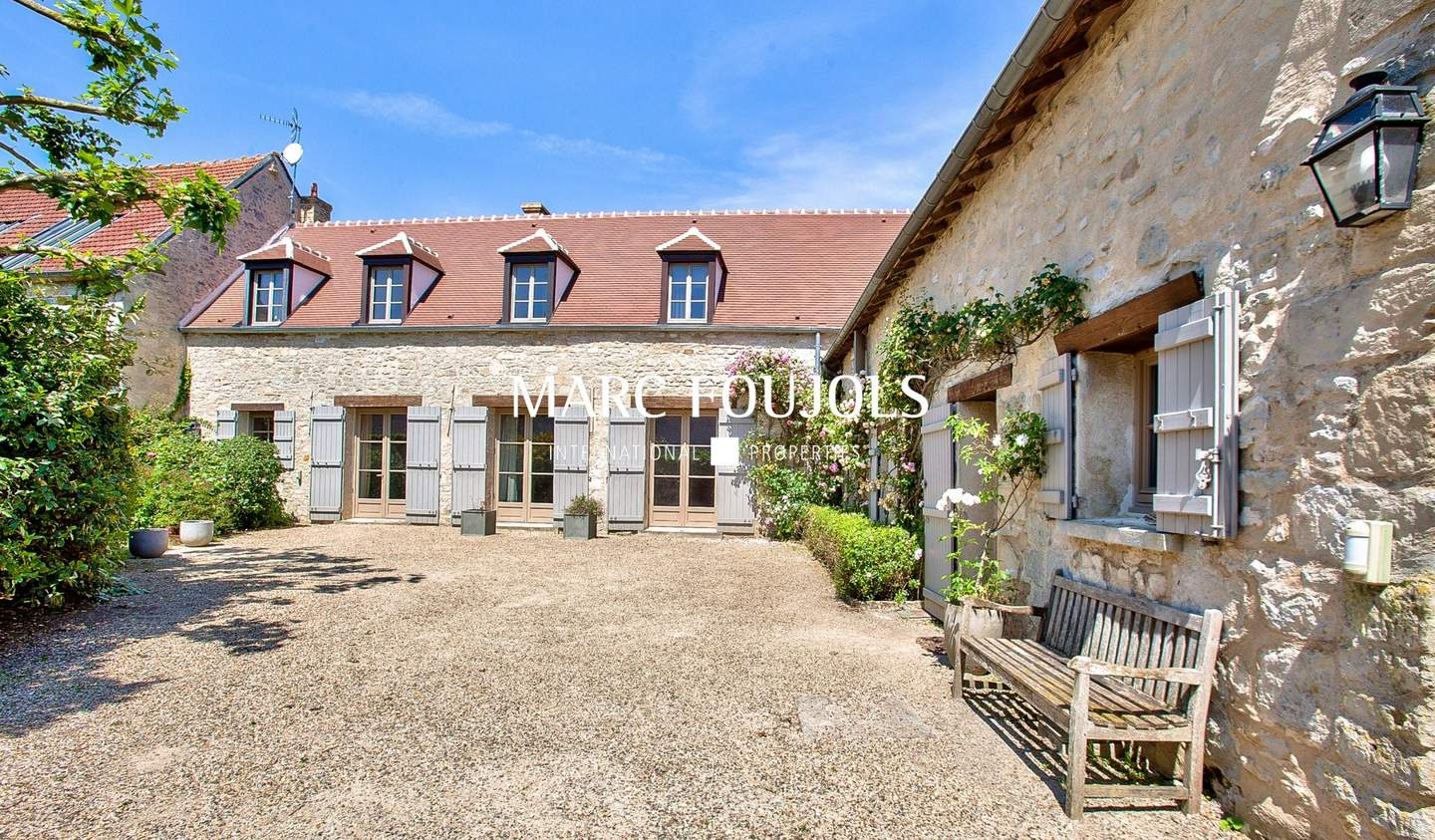 House with pool Senlis
