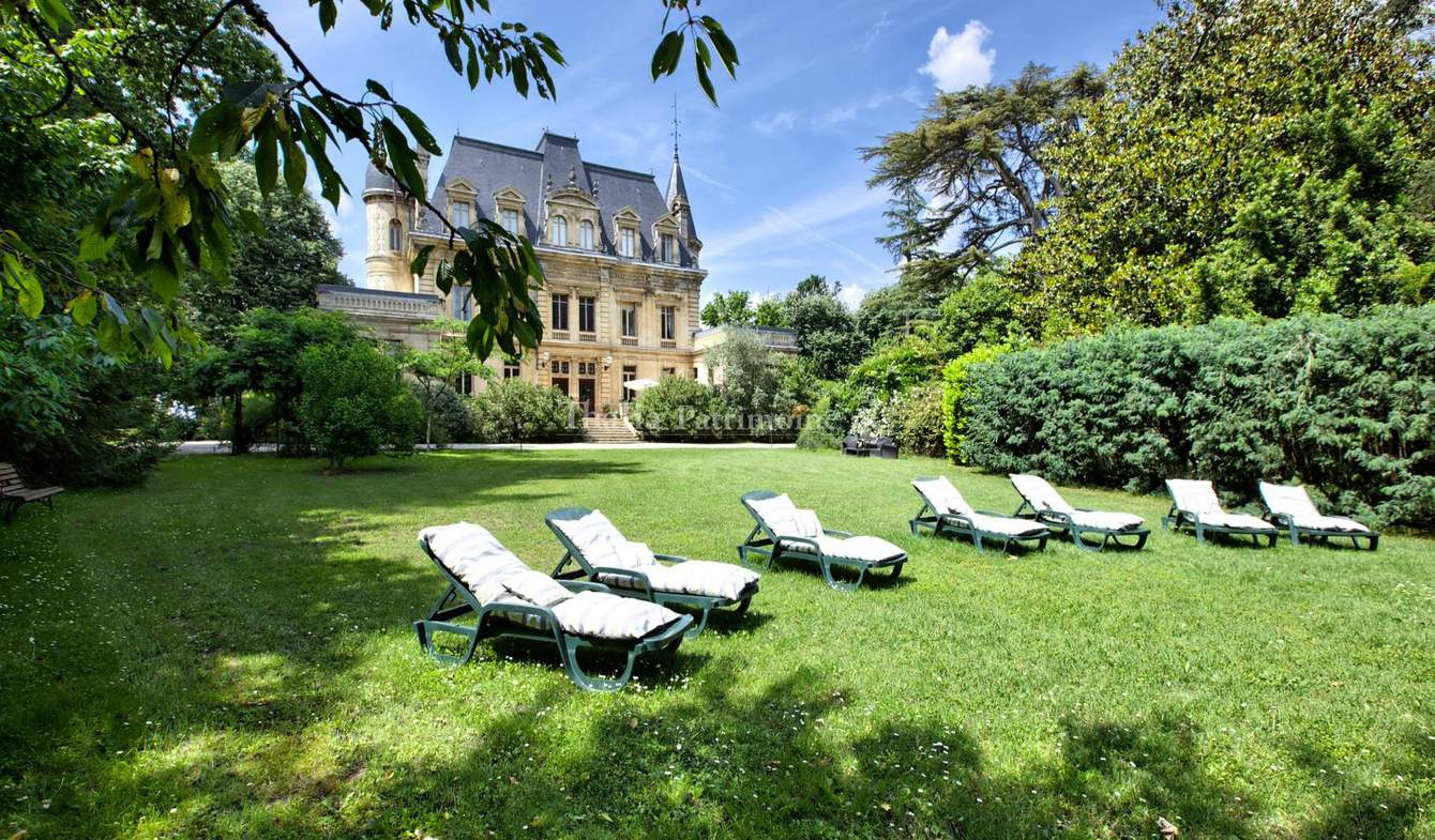 Property with pool Bordeaux