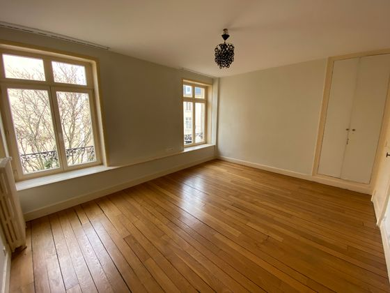 Location appartement 7 pièces 242 m2