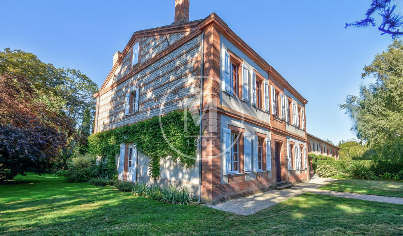 House with pool Miremont