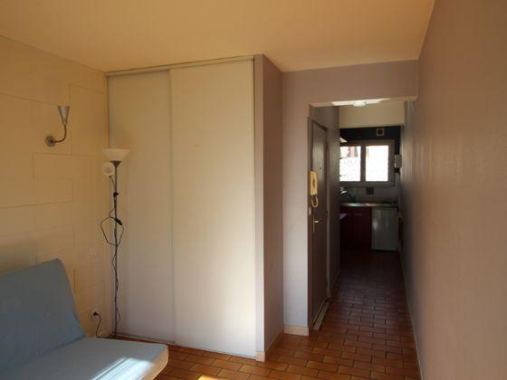 Location studio meublé 19,4 m2