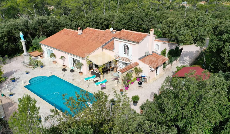 Maison avec piscine et terrasse Sainte-Anastasie-sur-Issole