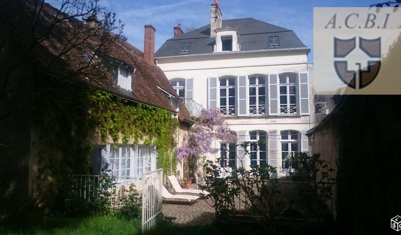 Vente Propriété de Luxe Vendome | 520 000 € | 300 m²