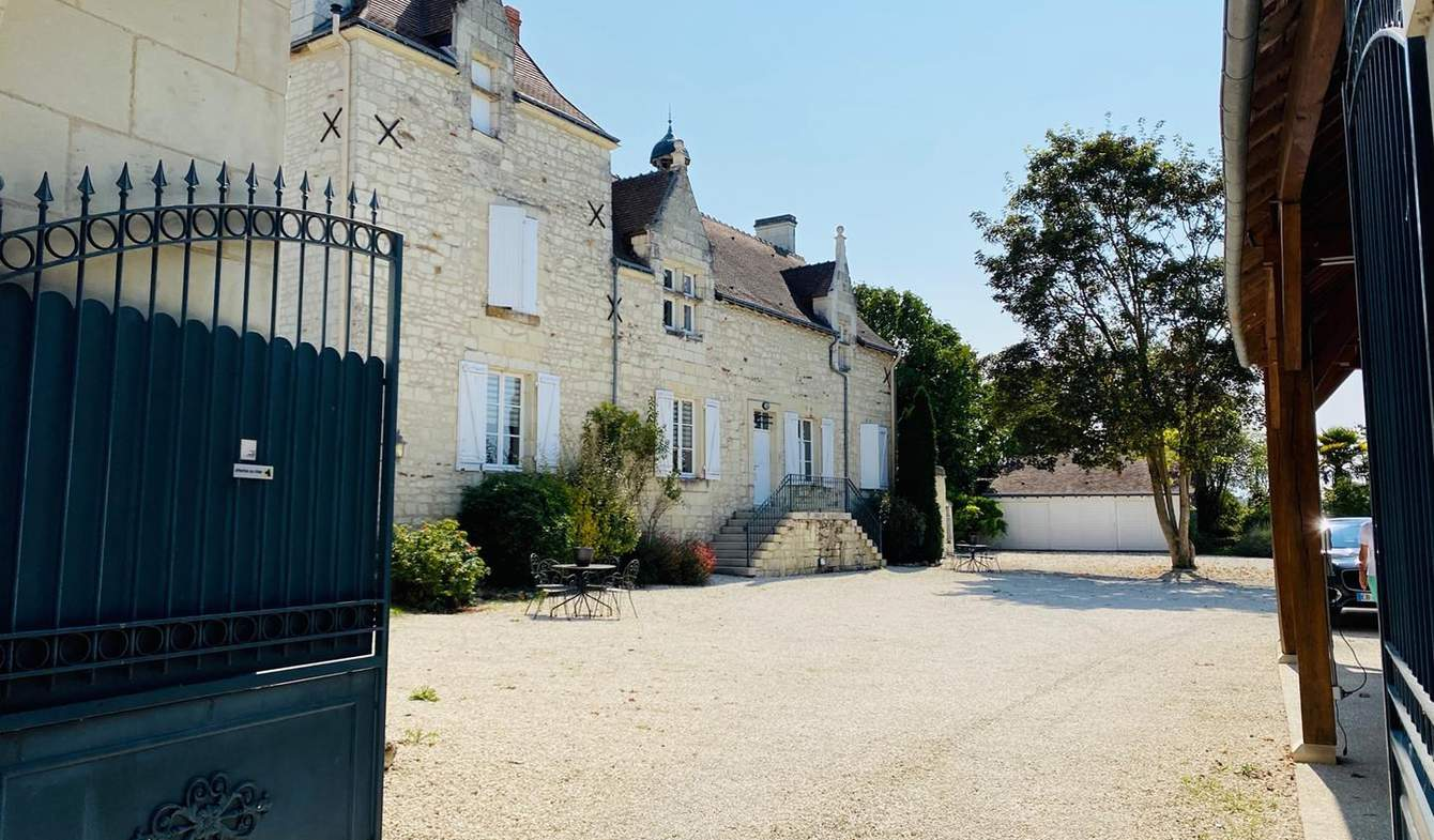 House with pool and terrace Chatellerault