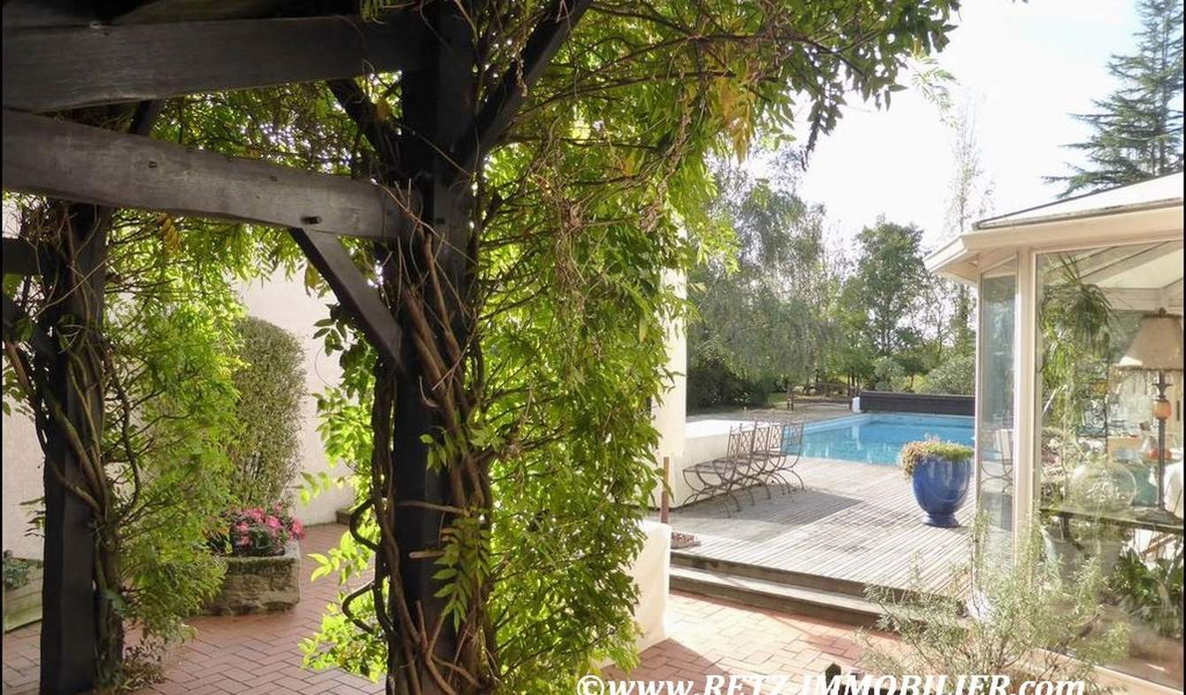 House with pool and terrace Lucon