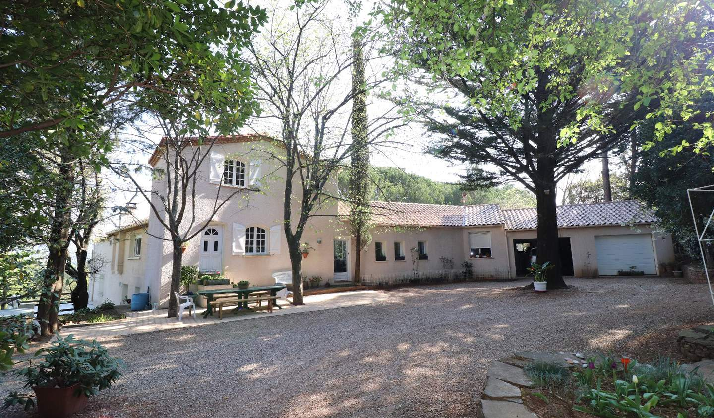 House with pool and terrace Lodeve
