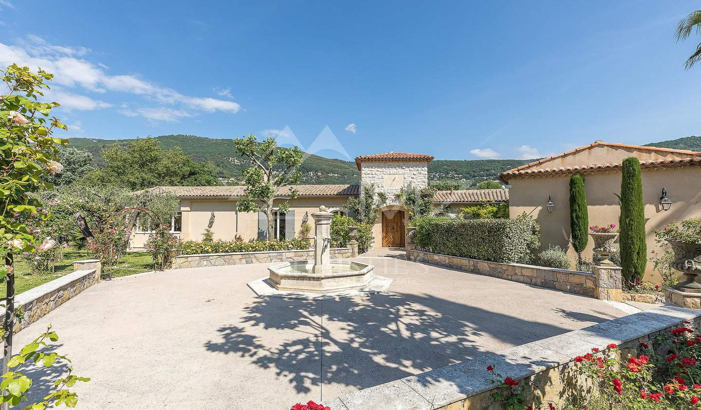 Villa with pool and terrace Grasse