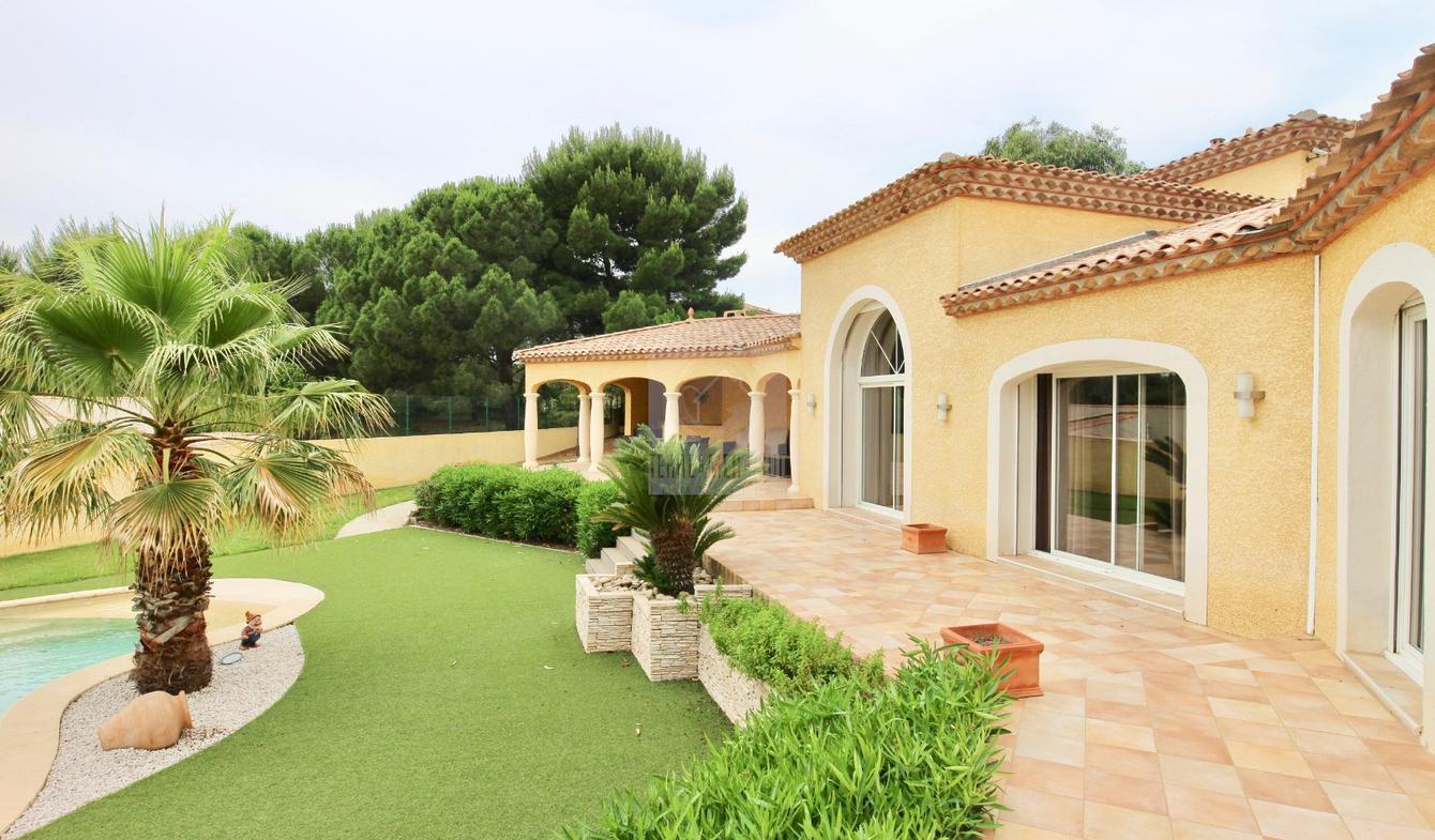 Maison avec piscine et terrasse Maraussan