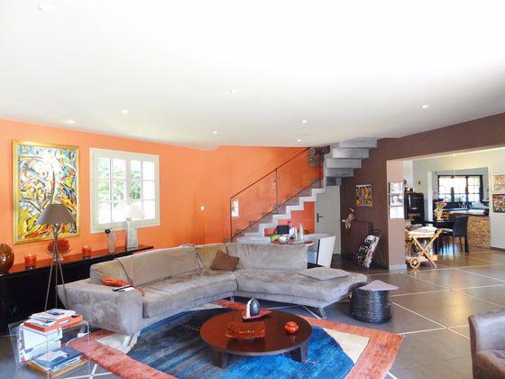 Vente maison 6 pièces 302 m2