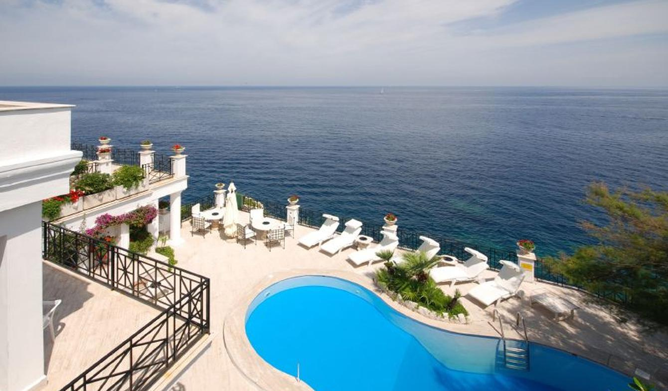 Seaside villa with pool Italy