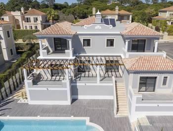 Villa 897 m2