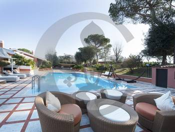 Villa 33 pièces 1000 m2