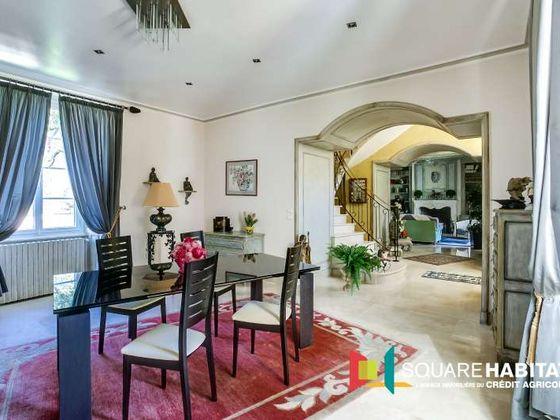 Vente propriété 6 pièces 232 m2