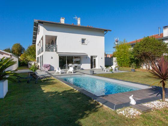Vente villa 7 pièces 234 m2