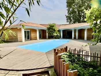 Villa 8 pièces 234 m2